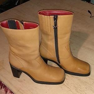 Tommy Hilfiger vintage 90's tan ankle boots